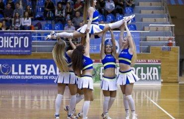 Внимание! Много красивых девушек или группы поддержки волейбольных команд Украины волейбол, суперлига, черлидинг