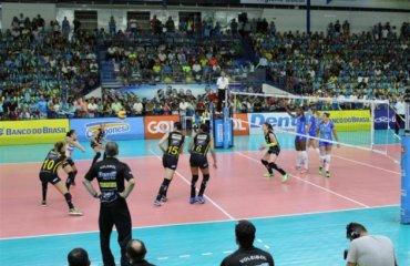 Прайа Клуб выигрывает решающию игру и выходит в финал плей-офф чемпионата Бразилии Прайа Клубе, Минас