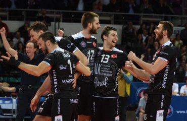 Халкбанк сенсационно проигрывает Истанбул Бюкшехир в финальной стадии чемпионата Турции Халкбанк, Истнбул ББ
