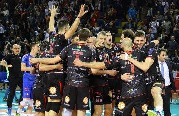 Невероятный волейбол в плей-офф серии А1 среди мужских команд чемпионата Италиии Мачерата, Трентино, Перуджа,