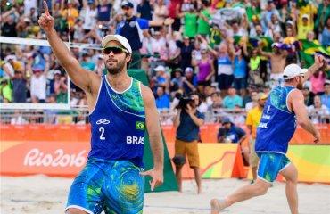 Бразильцы Бруно и Алисон в сложнейшем матче добывают право сыграть в финале