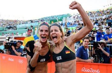 Потрясающие немки Лаура Людвиг и Кира Валькенхорс выходят в финал