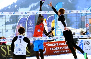 Украинская пара на турнире по волейболу на снегу (ФОТО) мужской волейбол, волейбол на снегу, снежный волейбол, украинская пара. результаты, фото, улудаг турция
