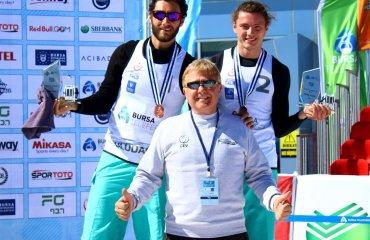 Українцi завоювали бронзовi нагороди турнiру з волейболу на снiгу мужской волейбол, волейбол на снегу, укрианская пара, бронза, христов и иойшер, снежный волейбол, турнир в турции