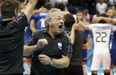 Тренер сборной Аргентины показал судье грубый жест мужской волейбол, чемпионат мира-2018, хулио веласко, скандал, видео, сборная аргентина