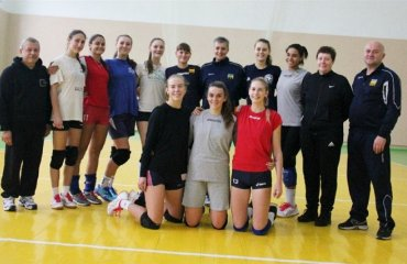 Чемпіонат EEVZA (дівчата U-16). Україна націлюється на тріумф жіночий волейбол, євза 2018, ю17 збірна україни дівчата. юлія якушева, тренувальні збори