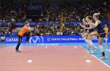 Самая зажигательная волейбольная разминка (ВИДЕО) женский волейбол, женская сборная нидерландов, разминка, тренер, танцы, видео
