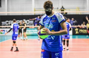 Бразилец Лукас – единственный волейболист, который играет в маске против коронавируса мужской волейбол, бразилец, маска, коронавирус, пандемия, сборная бразилии