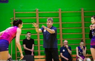 """Екс-тренер """"Регіни"""" очолив збірну Казахстану жіночий волейбол, жіноча збірна казахстану, петро хілько, головний тренер, регіна-мегу"""