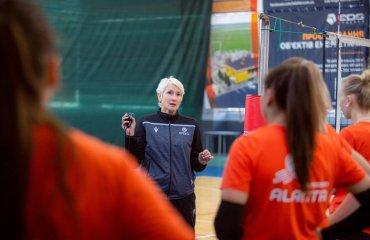 """""""Аланта"""" припинила співпрацю з головним тренером жіночий волейбол, суперліга україни 2021-2022, аланта дніпро, ольга попович, звільнення, головний тренер, новини волейболу"""