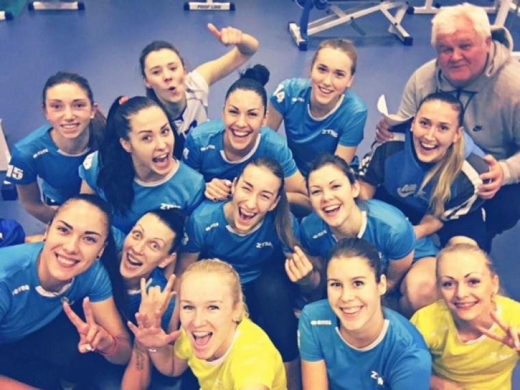 Волейболистки запорожской «Орбиты» в тренажерном зале (ФОТО)