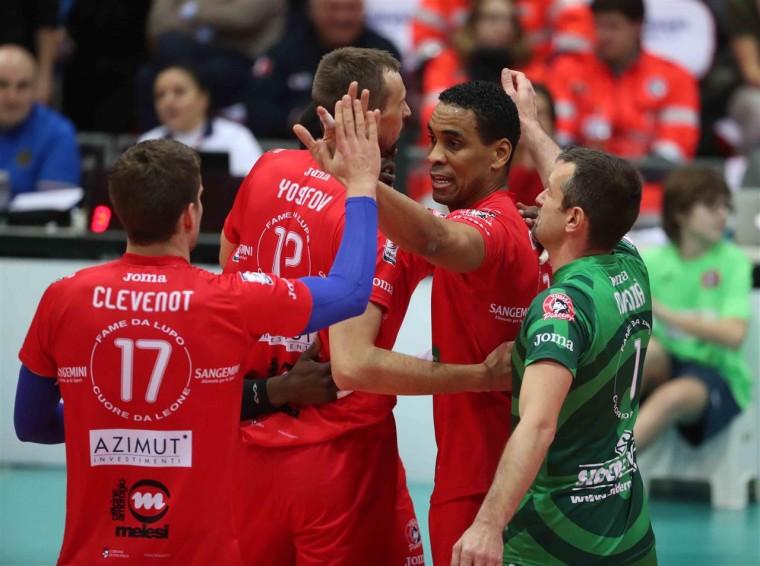 Леонель Маршалл Маршалл подал в суд на федерацию волейбола Италии