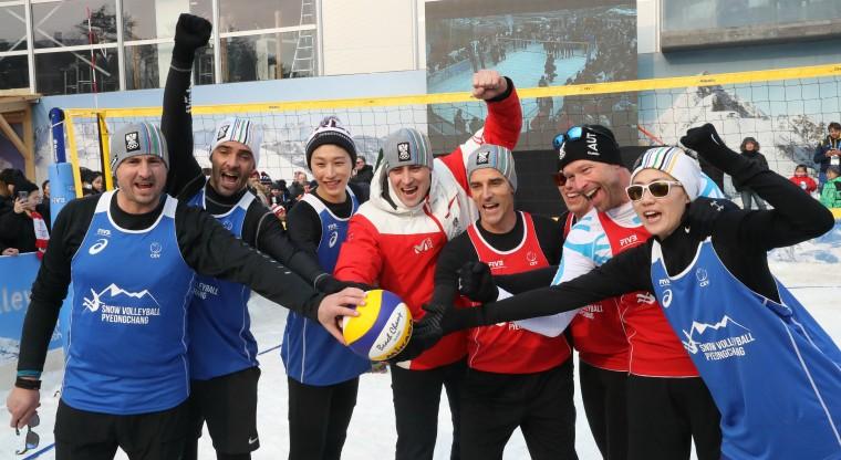 Выставочный матч по волейболу на снегу На Олимпиаде-2018 прошла презентация волейбола на снегу (ФОТО+ВИДЕО)