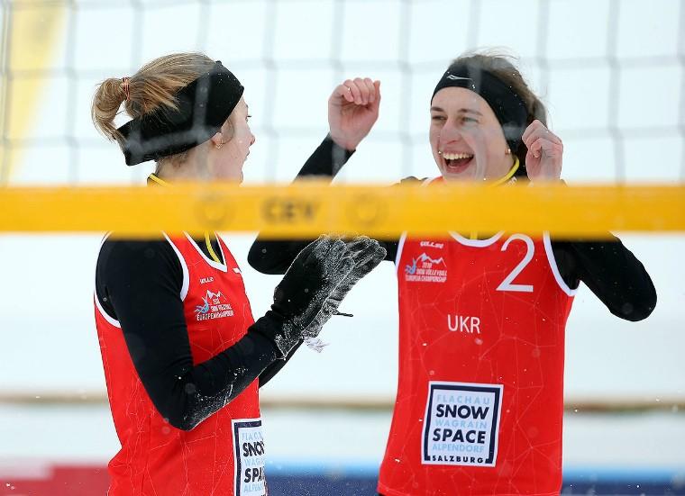 Олена Борисенко та Ольга Довгопол Борисенко\Довгопол вийшли у плей-офф чемпіонату Європи з волейболу на снігу