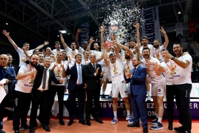 """Халкбанк """"Халкбанк"""" в третий раз подряд выиграл чемпионат Турции"""