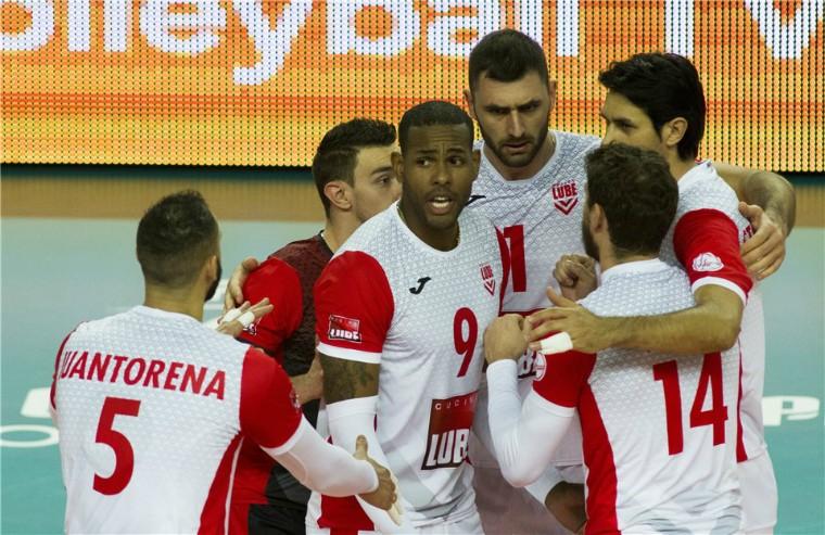 """Чивітанова """"Факел"""" і """"Чивітанова"""" вийшли в півфінал клубного чемпіонату світу"""