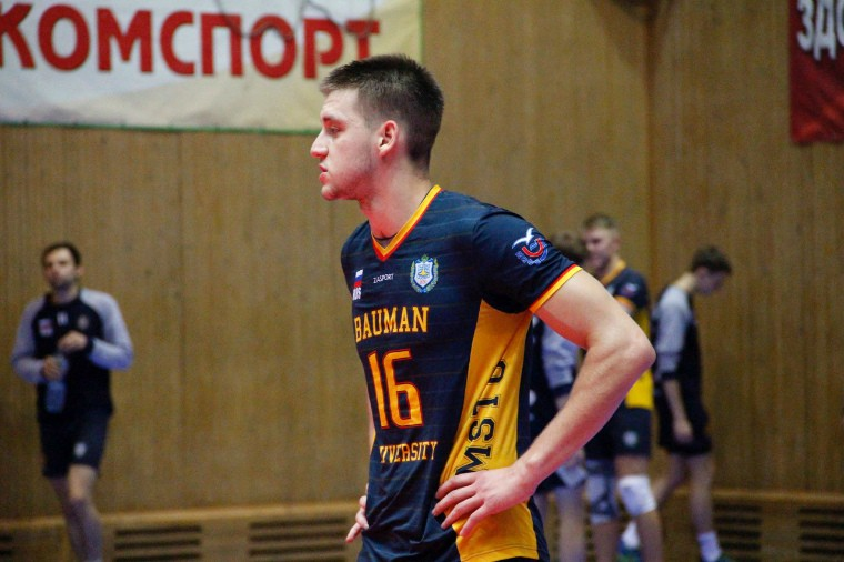 Никита Марченко Российский волейболист выбросился из окна. Он влез в долги из-за ставок
