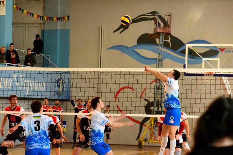 """Ілля Поліщук Ілля ПОЛІЩУК: """"Склалось враження, що в Одесі немає місця для волейболу"""""""