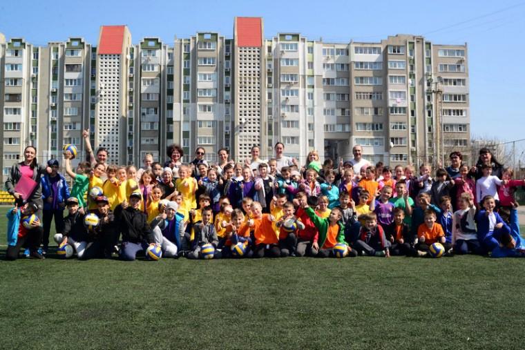"""Волейболистки """"Химика"""" отметили Всемирный день здоровья с учениками южненской школы"""