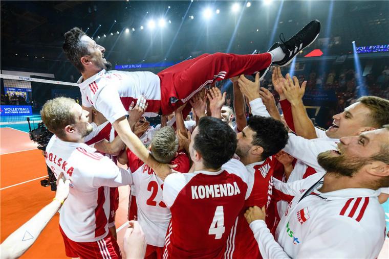 Якуб Беднарук Тренер поляків виставив медаль Ліги націй на благодійний аукціон