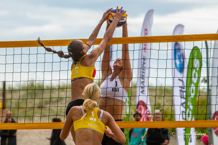 Анна Шумейко та Олександра Кутнякова Кутнякова та Шумейко стали четвертими на чемпіонаті EEVZA