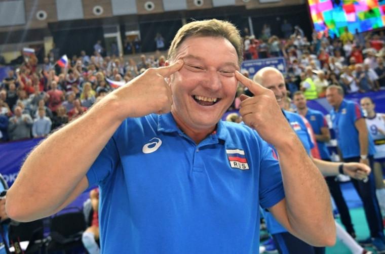 Серджио Бузато Тренер сборной России сузил глаза после победы над Кореей. Его обвиняют в расизме