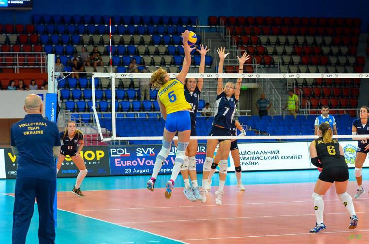 Карина Денисова Нападниця збірної України Денисова переїжджає до Чехії