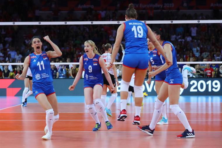Жіноча збірна Сербії - чемпіон Європи-2019 ЄвроВолей-2019 – протистояння брендів. Peak одягає найкращу жіночу збірну Європи