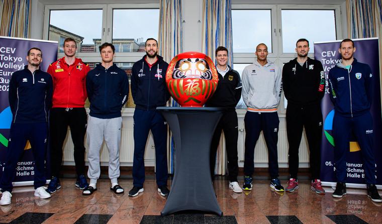 Капитаны восьми команд-участниц европейской квалификации Заруба в Берлине: восемь сборных на одну олимпийскую путёвку
