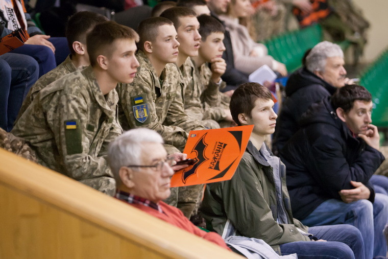 Матчі Суперліги України відбудуться без глядачів
