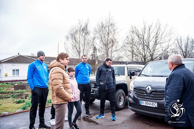 """ВК """"Решетилівка"""" передав клубний мікроавтобус для потреб Решетилівської лікарні"""