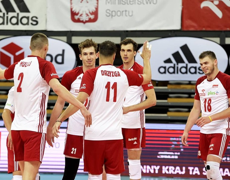 Збірна Польщі Польща двічі обіграла Німеччину в контрольних матчах. Це перші міжнародні ігри в період пандемії