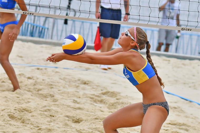 Українські пляжники вийшли в плей-офф чемпіонату Європи U-20