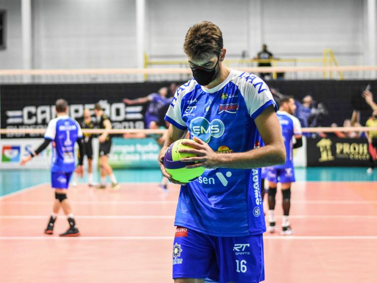 Лукас Сааткамп Бразилец Лукас – единственный волейболист, который играет в маске против коронавируса