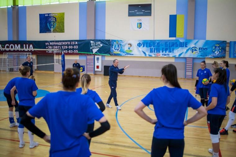Жіноча збірна України Жіноча збірна України розпочала тренувальний збір у Слобожанському